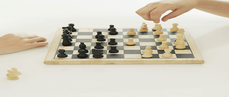 Beginning Chess : A simple guide to move rules and strategies
