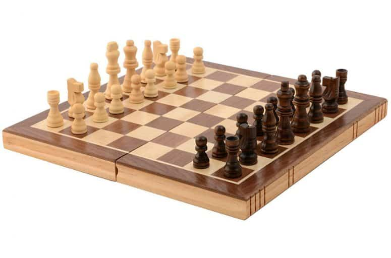 Kangaroo's Folding Wooden Chess Set with Magnet Closure Review