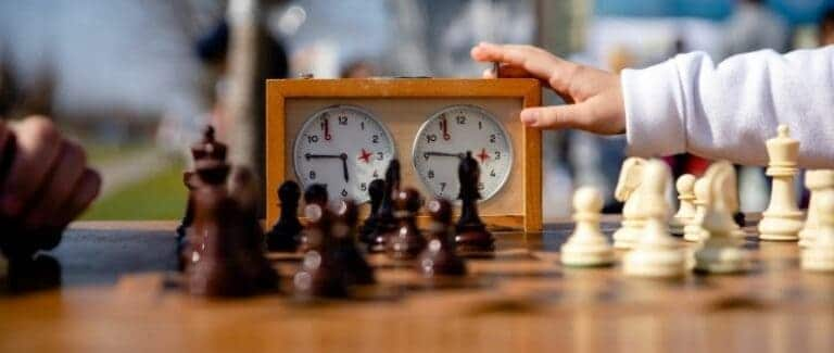 How do You use The Analog Chess Clock In Chess? (Explained)
