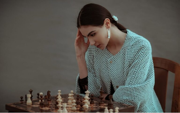 4 Grandmaster Tips To Improve Your Chess Game (Simple & Fast)